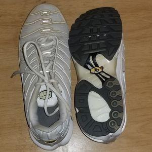 Nike Shoes - Nike sneakers